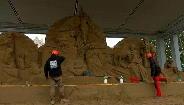 У Ватикані відкрили різдвяний вертеп з піску