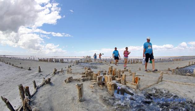 Курортна зона Арабатської Стрілки стала чистішою - Держпродспоживслужба