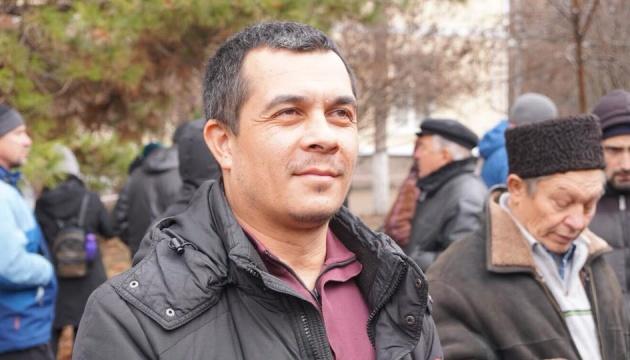 クリミアで逮捕されたクルベジノフ弁護士、解放。人々がケーキや風船で歓迎