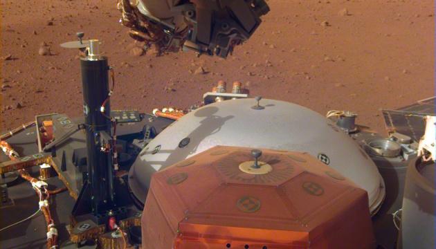 Зонд NASA передал на Землю новые снимки с Марса