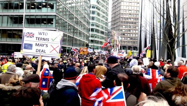 За и против Brexit: в Лондоне тысячи людей вышли на митинги