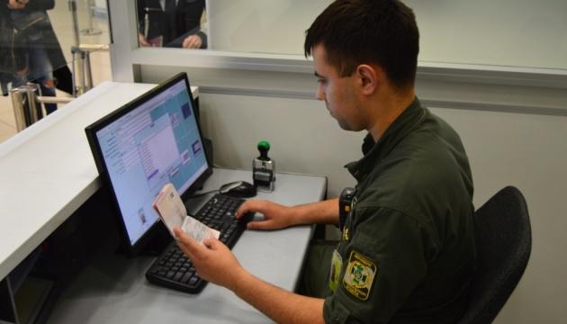 """Іноземець з підробленим паспортом намагався вилетіти з """"Борисполя"""" до Лондона"""