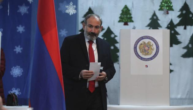 Триумфатор выборов Пашинян и три его пути