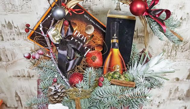 Що і кому подарувати на Новий рік? Подарункові кошики від флористів