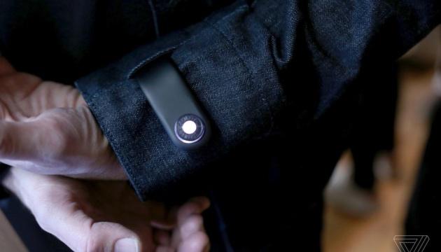 Створили розумну куртку, яка сповіщає про втрату смартфона