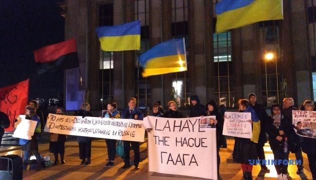 Українці у Парижі вимагали від Кремля звільнення українських політв'язнів