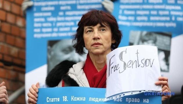 Під Посольством ЄС у Києві провели акцію на підтримку Сенцова