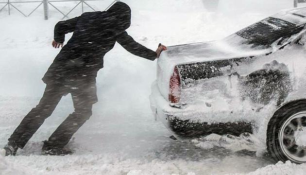 Завтра на Прикарпатті очікується ожеледиця та сніг, а в горах є небезпека лавин