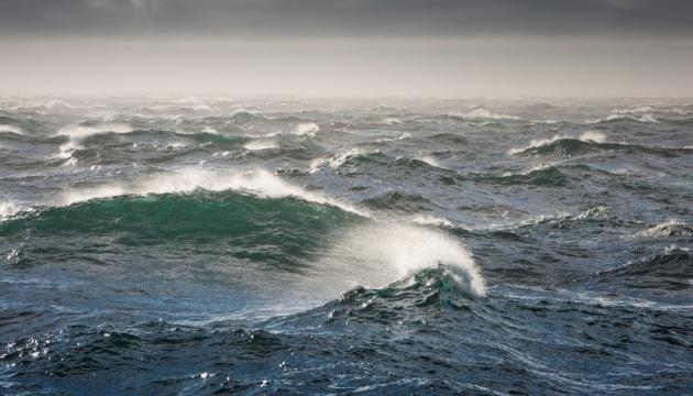 Хвилі до 5 метрів: на Чорному й Азовському морях - штормове попередження