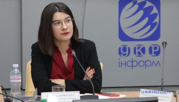 Рожеві окуляри. Жінка в дзеркалі українських медіа