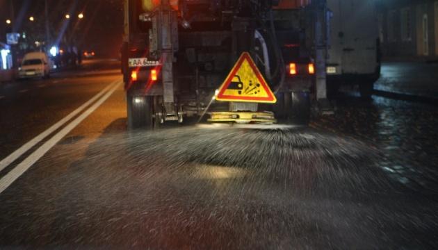 Столичні дороги обробляють засобами проти ожеледиці - КМДА