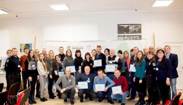 Представители 11 ОТГ Хмельнитчины получили сертификаты социальных переговорщиков