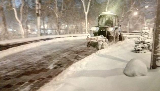У Київавтодорі показали, як працюють ночами