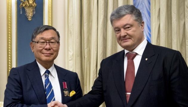 Ukrainian president awards Order of Merit to Japanese ambassador