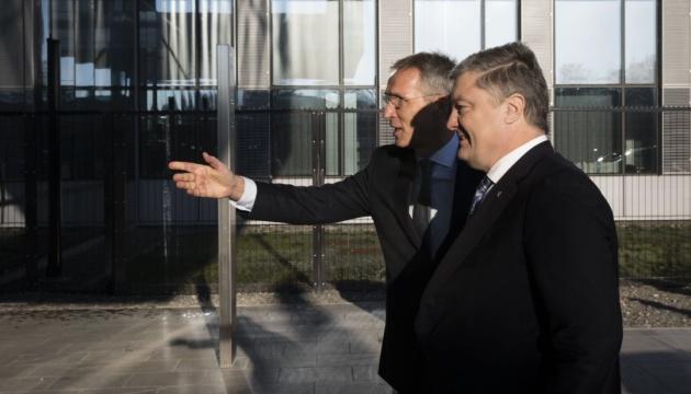 Poroshenko se encuentra con Stoltenberg (Vídeo)