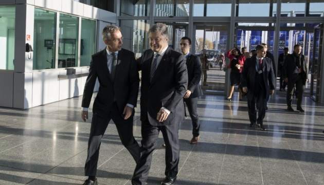 Poroshenko holding meeting with Stoltenberg