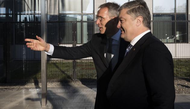 Порошенко гарантирует необратимость курса Украины на членство в НАТО