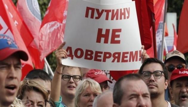 Более половины россиян назвала Путина ответственным за проблемы в стране