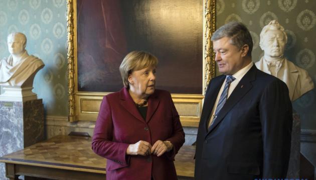 Порошенко обговорив з Меркель російську агресію в Керченській протоці