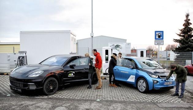BMW і Porsche презентували супер швидку зарядну станцію