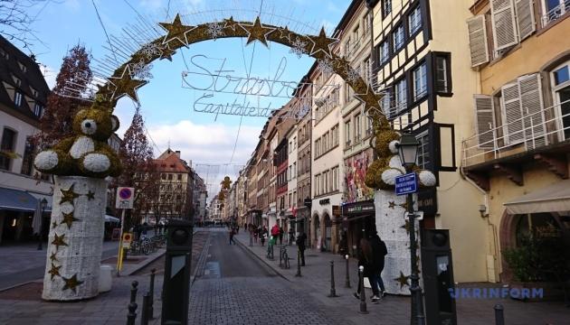 Терор у столиці Різдва: місто шоковане, люди вшановують пам'ять жертв