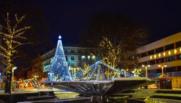Le sapin de Noël a été inauguré à Ivano-Frankivsk