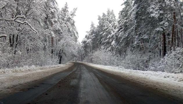 Негода в Україні: усі дороги розчищені від снігу