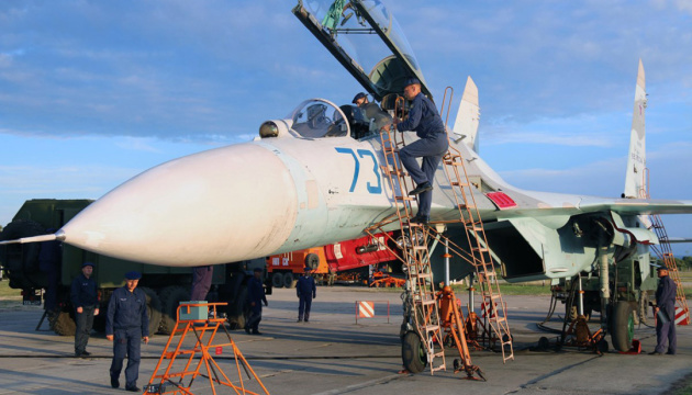 La Russie a transféré des nouveaux avions de guerre et des sous-marins en Crimée