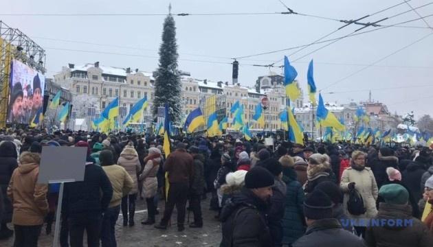 Тысячи людей собрались на объединительную молитву на Софийской площади