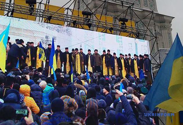 На Софийской площади проходит молитва капелланов за создание единой церкви