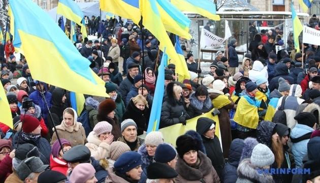 Poroshenko agradece a la gente que ha venido a la Plaza Sofiyska: Son creadores de la historia