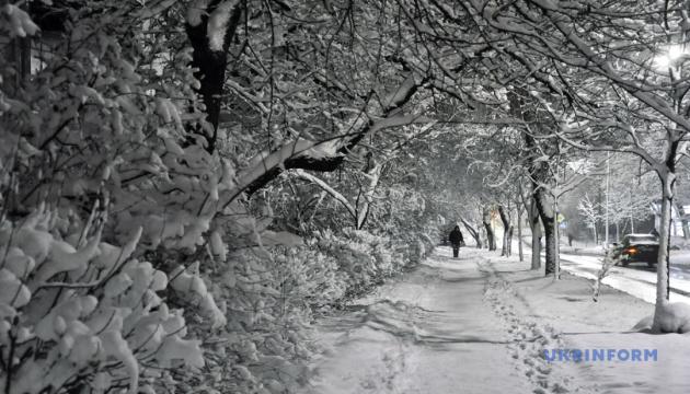 Сніг, хуртовини та ожеледиця: до чого готуватися в передноворічний тиждень