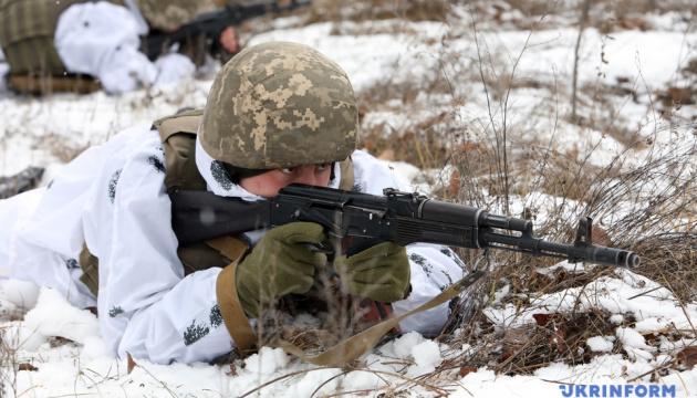 Оккупанты бьют из 120-мм минометов, ранены двое украинских военных