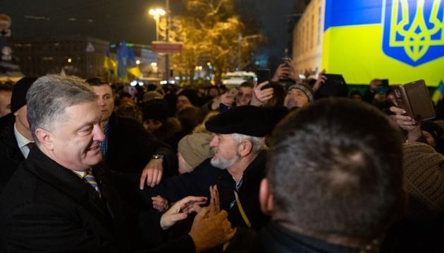 Порошенко благодарен украинцам за массовую поддержку Объединительного собора
