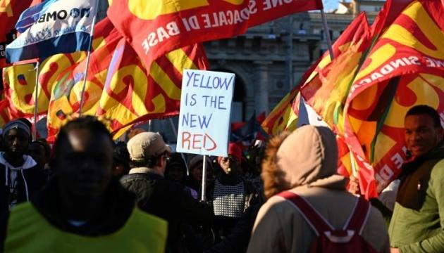 Многотысячный марш в Риме: против миграционных законов выступали в желтых жилетах