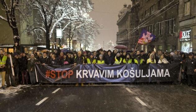 На антиправительственных митингах в Белграде появились желтые жилеты