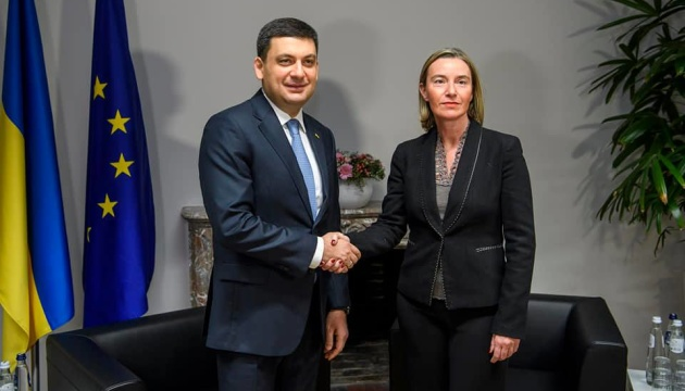 Groysman discusses with Mogherini need for strengthening sanctions against Russia