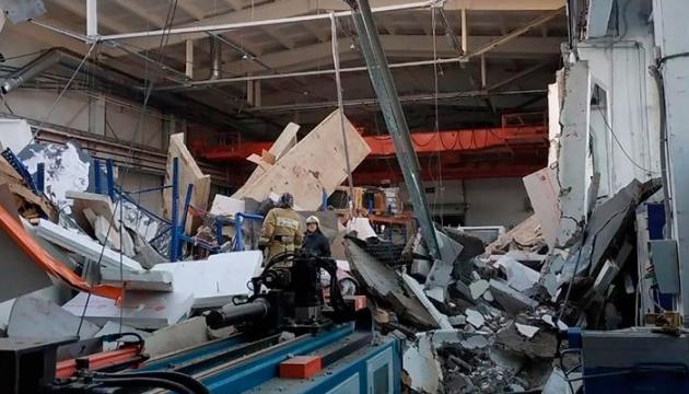 На заводе в Подмосковье рухнула крыша, нашли тела трех погибших