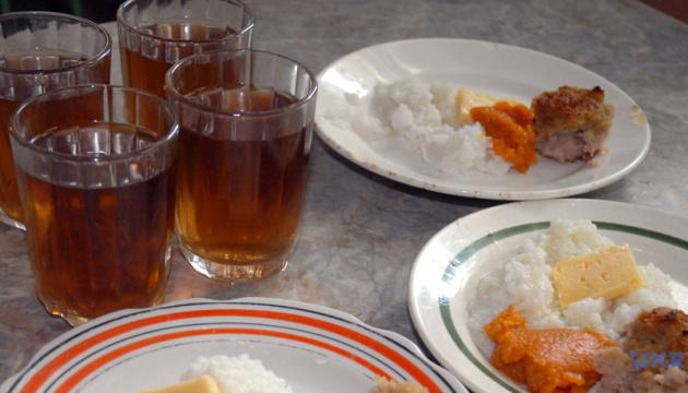 Лише 10% школярів задоволені стравами в їдальнях — МОН