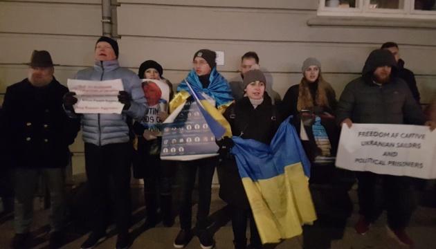 Українці Данії вимагають звільнити українських моряків з РФ