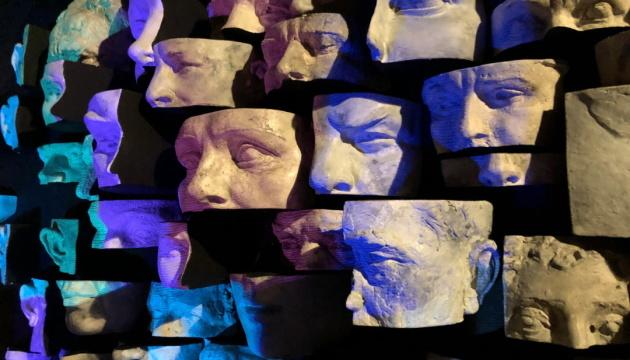 У Києві відкрили виставку, присвячену фейкам і мережевому тоталітаризму