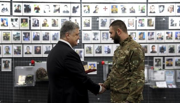 总统在第聂伯市接见反恐行动老兵