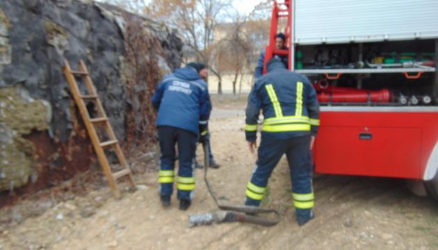 У Торецьку рятувальники підвозять воду населенню, до лікарень, шкіл і дитсадків