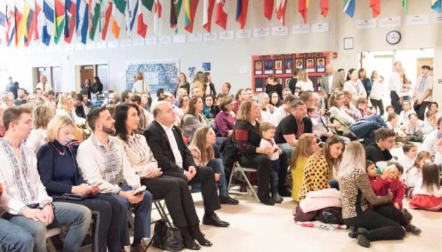 Вихованці школи українознавства у США отримали подарунки до Миколая