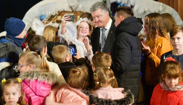 Порошенко привітав українців із Днем Святого Миколая