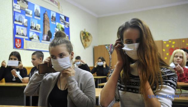 Ще майже сто шкіл на Буковині досі закриті на карантин