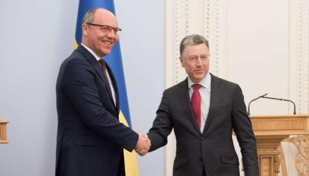 パルビー議長、ヴォルカー米特別代表と会談「ウクライナはアメリカの支持に期待」