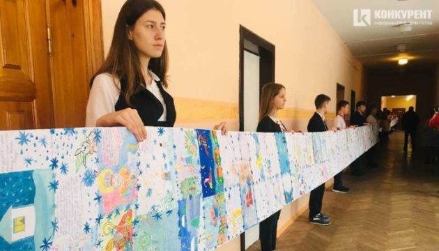Найдовший лист Святому Миколаю: луцькі школярі потрапили до Книги рекордів України