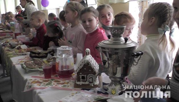 Возле линии разграничения на Донбассе под присмотром полиции работают 113 школ