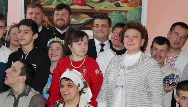 Голова Вінницької облради привітав з днем Святого Миколая вихованців реабілітаційних закладів